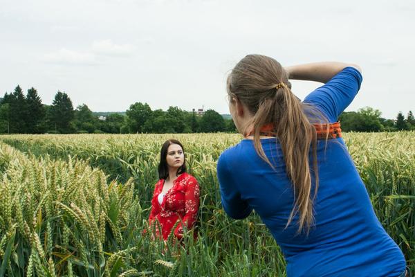 Making-Of Foto von Blickwinkel Fotografie Vanessa von Wieding bei der Arbeit während eines Portraitshootings in Hameln