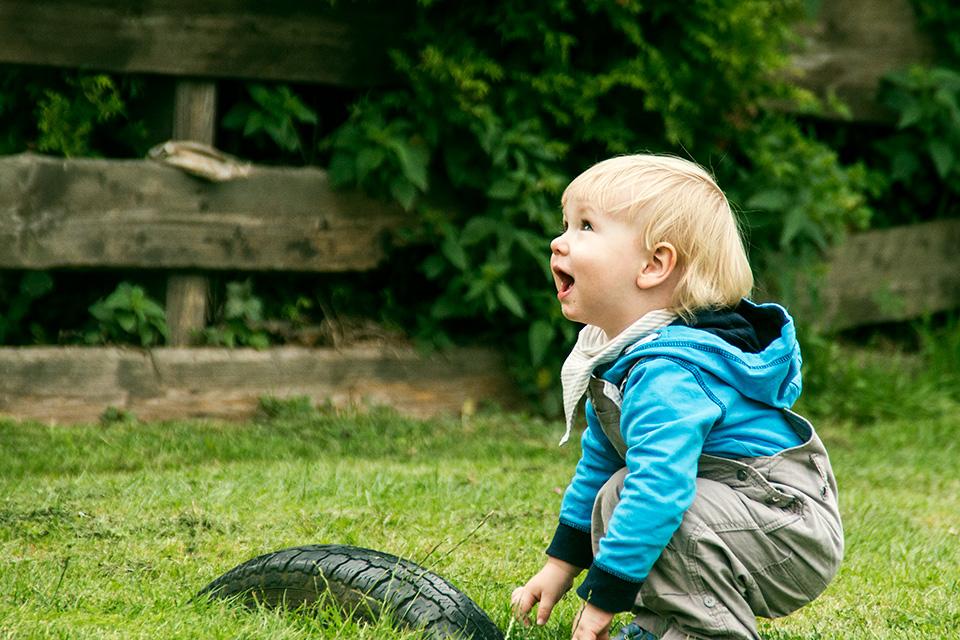 Kinderfotoshooting mit Mailo, aufgenommen von Blickwinkel Fotografie Vanessa von Wieding in Emmerthal bei Hameln
