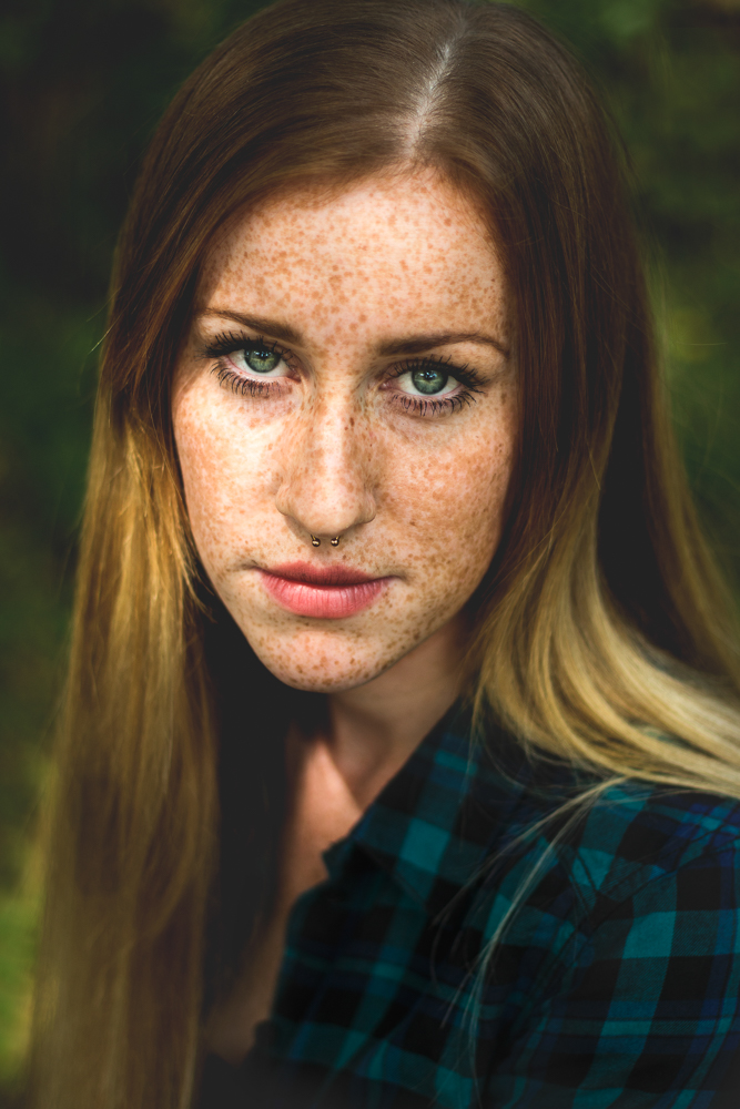 Portraitfotografie: Frau mit Sommersprossen in Hameln